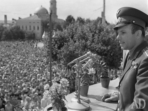 Гагарин на митинге в Калуге