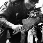 Гагарин закладывает первый камень в основание музея космонавитики