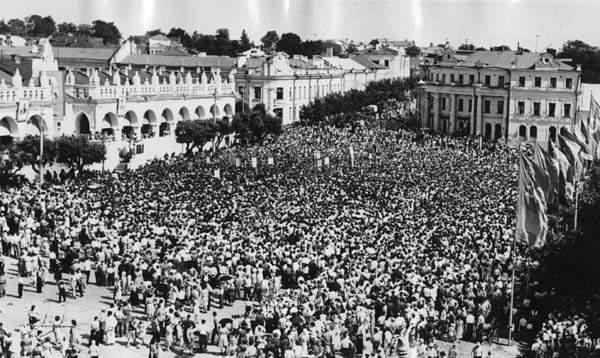 Митинг на площади Ленина по случаю прибытия Гагарина